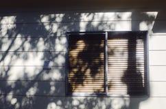 Ventana fuera de la casa Fotografía de archivo