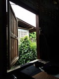 Ventana fuera del momento al aire libre del marco Fotografía de archivo
