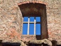 Ventana gótica del estilo en el palacio abandonado del castillo del castillo del zavou del ¡de Lipnice nad SÃ en República Checa foto de archivo libre de regalías