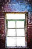 Ventana hecha de ladrillos rojos Fotos de archivo libres de regalías