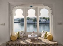 Ventana Hermosa vista en el lago Udaipur Pichola foto de archivo libre de regalías
