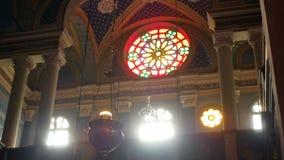 Ventana interior de la luz de la iglesia metrajes
