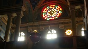 Ventana interior de la luz de la iglesia almacen de video