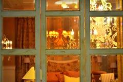 Ventana moderna de la sala de estar del gusano Fotos de archivo