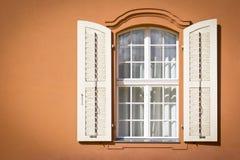 Ventana ornamental hermosa Foto de archivo libre de regalías