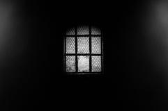 Ventana oscura con un agujerito Fotos de archivo