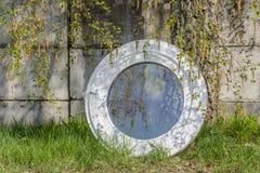 Ventana oval redonda compuesta de aluminio de madera Imagen de archivo libre de regalías