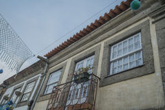 Ventana portuguesa de la casa Imagenes de archivo