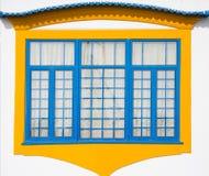 Ventana portuguesa tradicional imagenes de archivo