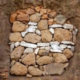 Ventana que abre la piedra salvaje sofocante Fotos de archivo libres de regalías