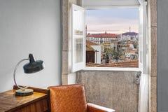 Ventana que muestra la visión exterior Imagen de archivo