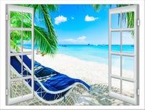 Ventana que pasa por alto la playa Fotos de archivo libres de regalías