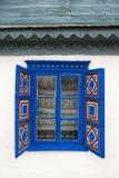 Ventana rústica azul Fotos de archivo