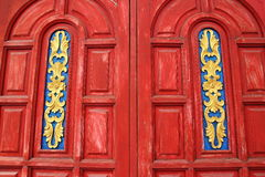 Ventana roja vieja con arte tailandés Imagenes de archivo