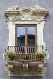 Ventana siciliana vieja foto de archivo