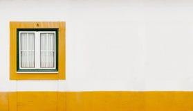 Ventana verde y amarilla Foto de archivo libre de regalías