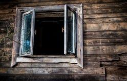 Ventana vieja de la casa fotografía de archivo