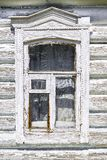 Ventana vieja de la casa de madera rusa Fotografía de archivo