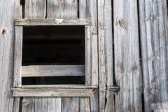 Ventana vieja del granero sin el vidrio Foto de archivo libre de regalías