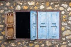 Ventana vieja en Laos imagen de archivo