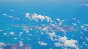 Ventana vista isla caribeña del aeroplano del frome de Anguila almacen de video