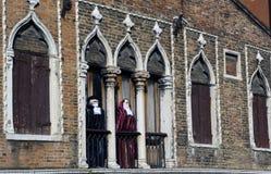 Ventana y balcón del carnaval en Venecia Imagen de archivo libre de regalías
