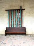 Ventana y banco en la misión San Miguel Arcangel Fotos de archivo
