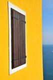 Ventana y el mediterráneo Imagen de archivo libre de regalías