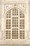 Ventana y mosaico tallados en el mármol, Taj Mahal, la India Fotos de archivo