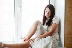 Ventana y muchacha Fotografía de archivo libre de regalías