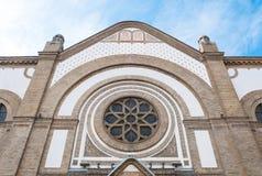 Ventana y parte de la arquitectura de la sinagoga vieja en Novi Sad, Serbia fotografía de archivo libre de regalías