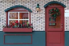 Ventana y puerta de Navidad Fotos de archivo libres de regalías