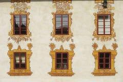 Ventanas adornadas del castillo Fotografía de archivo