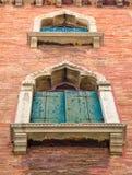 Ventanas arqueadas viejas en Venecia, Italia foto de archivo