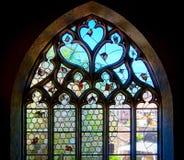 Ventanas coloridas medievales viejas del plomado-cristal en estilo gótico Imágenes de archivo libres de regalías
