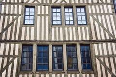 ventanas constructivas Madera-enmarcadas Imágenes de archivo libres de regalías