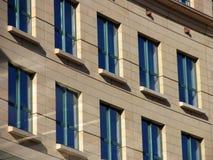 Ventanas de la oficina de ciudad Fotos de archivo libres de regalías