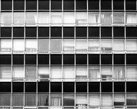 Ventanas de la oficina en modelo de la teja imagen de archivo