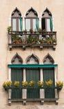 Ventanas de la vendimia de Venecia. Foto de archivo libre de regalías