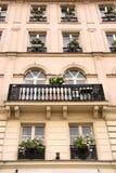Ventanas de París Imágenes de archivo libres de regalías