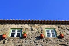Ventanas de piedra de la casa Imagen de archivo libre de regalías