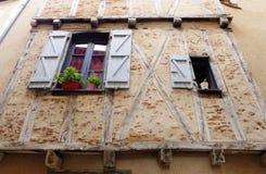Ventanas de piedra medievales de la casa Imagenes de archivo