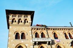 Ventanas decorativas en la plaza S Vito, en Treviso, Italia Imagen de archivo