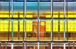 Ventanas del edificio de oficinas, el fondo abstracto Foto de archivo