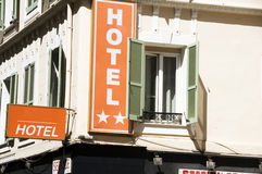 Ventanas grandes de Francia del hotel francés Niza Foto de archivo libre de regalías