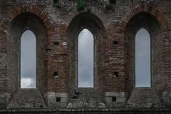 Ventanas históricas de Toscana Italia Toscana del galgano del san de la abadía de la iglesia del cielo Fotografía de archivo libre de regalías