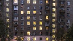 Ventanas iluminadas del lapso de tiempo de la casa de vivienda metrajes