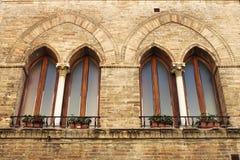 Ventanas medievales Fotos de archivo