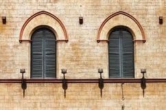 Ventanas medievales en Todi Foto de archivo libre de regalías