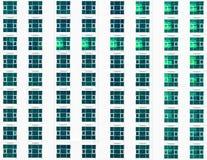 Ventanas múltiples en un edificio de oficinas grande Imagen de archivo